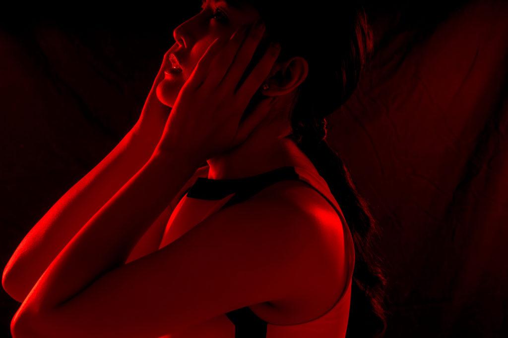サジェスト被害を受けた女性