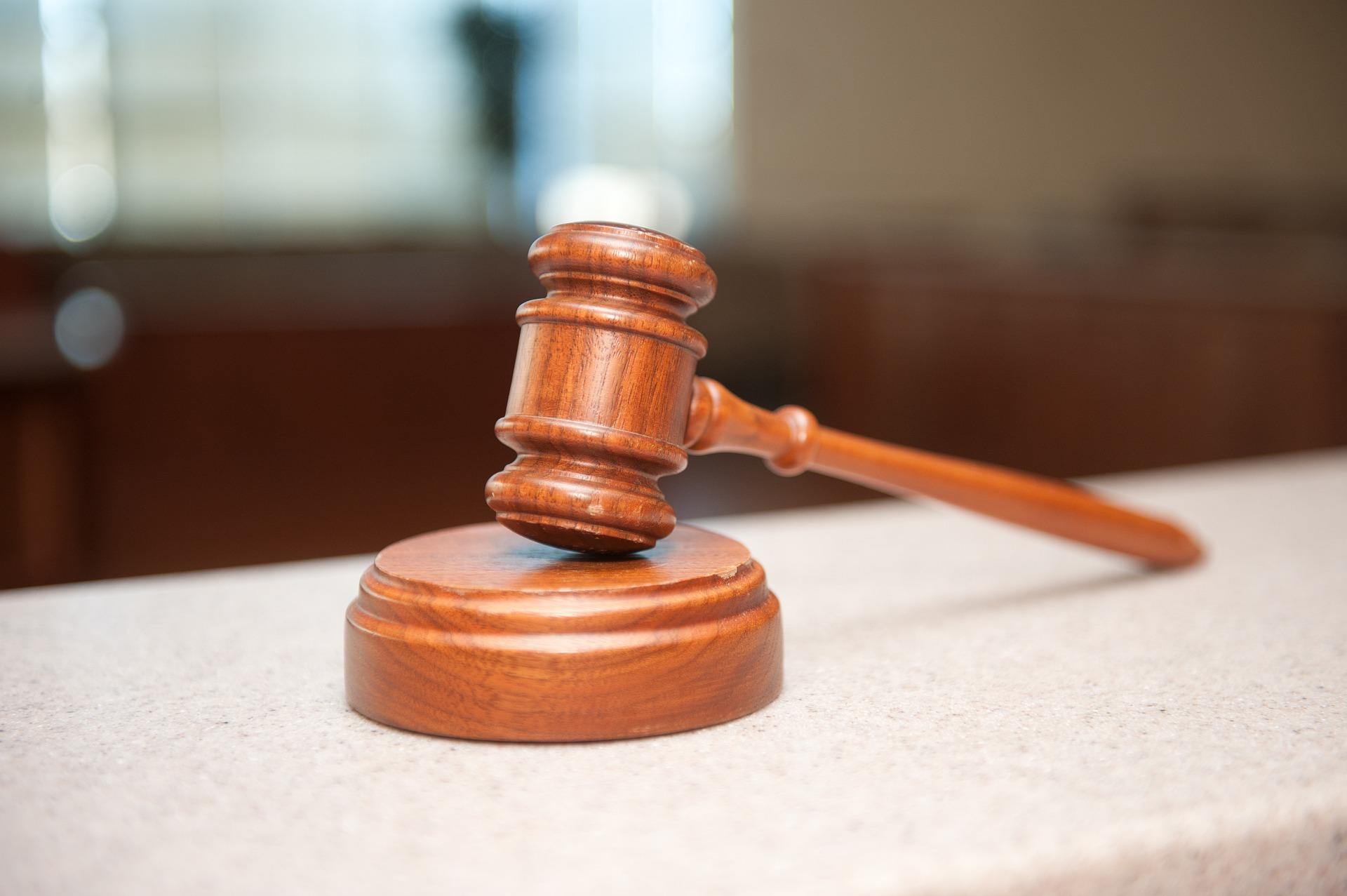 弁護士に誹謗中傷の対策を相談する